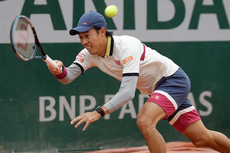 全仏オープンで6年連続の初戦突破を果たした錦織圭【写真:AP】