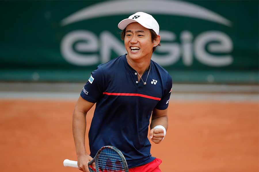 全仏オープン1回戦を突破した西岡良仁【写真:AP】