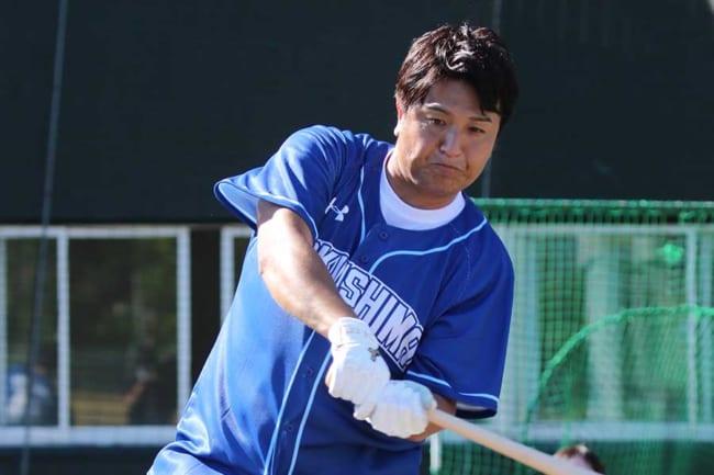 スペシャルシリーズで開催された野球教室に参加した高橋由伸さん【写真:球団提供】