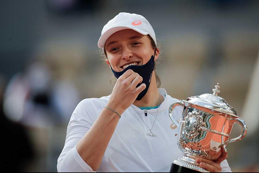 全仏オープン女子シングルスで優勝したイガ・シュビオンテク【写真:AP】