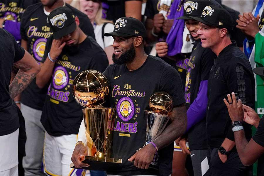 10年ぶりの優勝に導き、MVPに輝いたレイカーズのレブロン・ジェームズ【写真:AP】