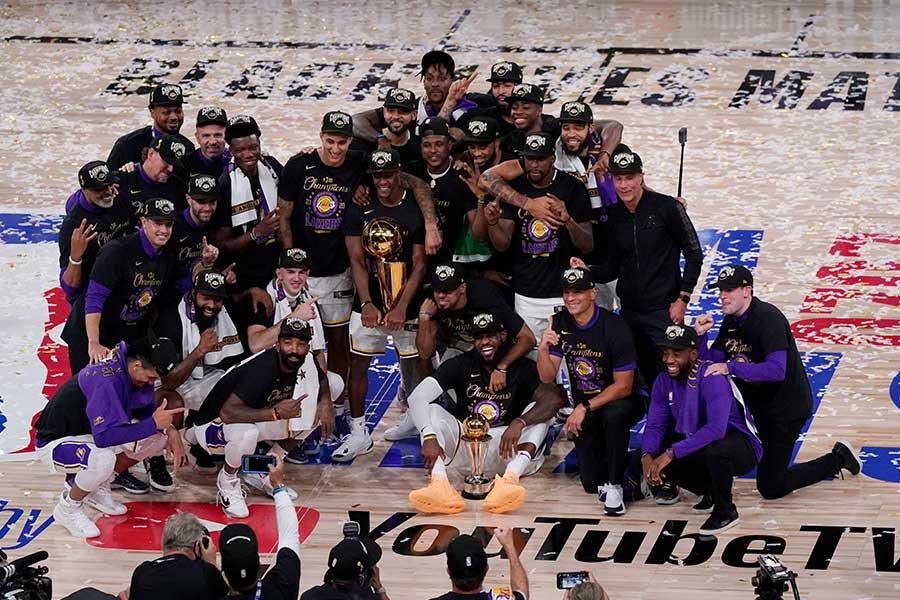 NBAファイナルで10年ぶりの優勝を飾ったレイカーズ【写真:AP】
