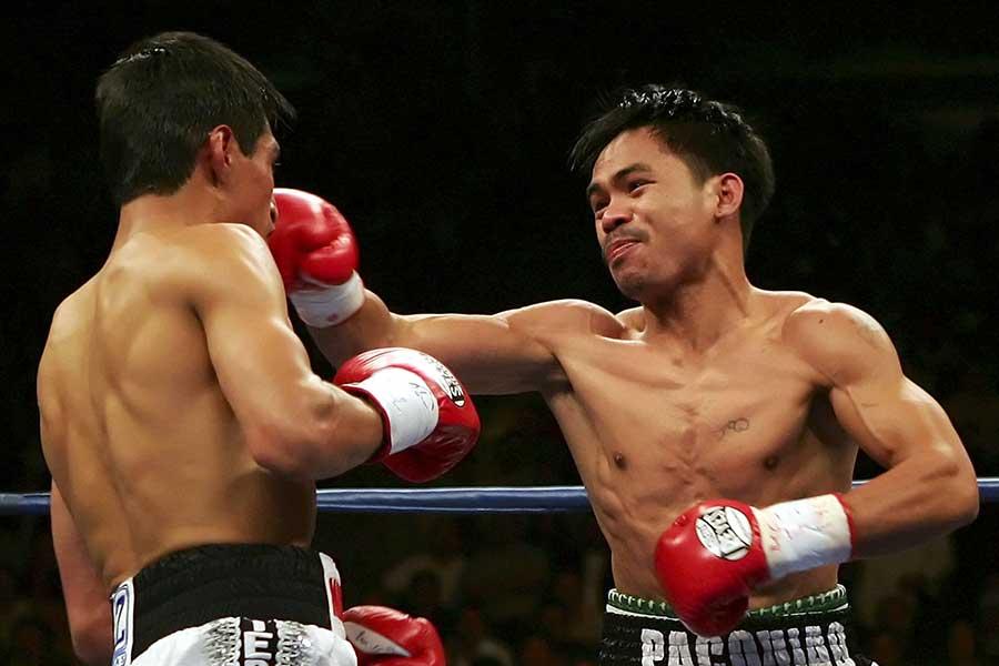 2006年11月18日、マニー・パッキャオ(右)はエリック・モラレスにKO勝ちした【写真:Getty Images】