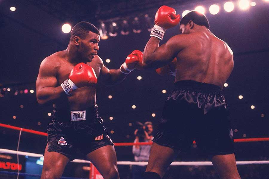 1986年11月22日、マイク・タイソンはトレバー・バービックにTKO勝ちした【写真:Getty Images】