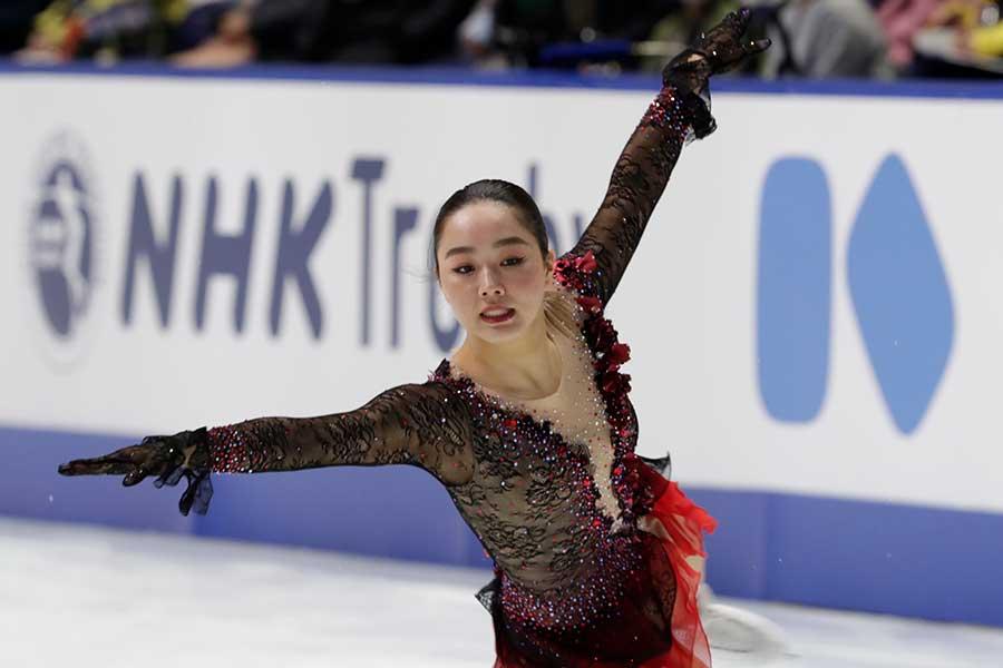 NHK杯で3回転アクセルを着氷させた樋口若葉【写真:AP】