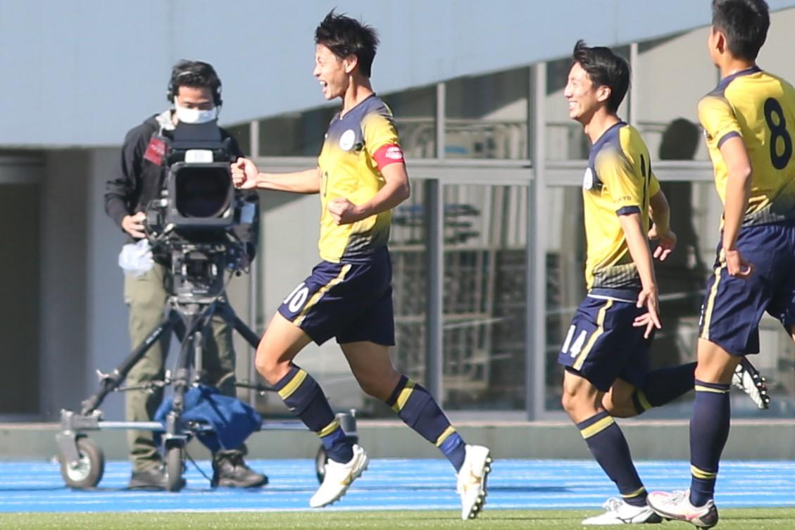 全試合得点で牽引したFW笠井(左)とMF類家【写真:平野貴也】