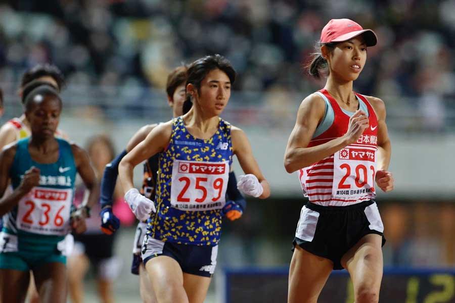日本選手権、女子5000メートルで2位だった廣中璃梨佳(右)【写真:奥井隆史】