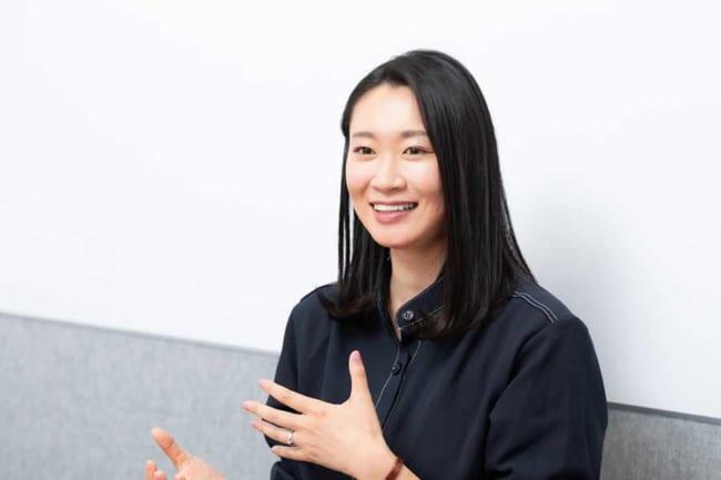 「角刈り強制」だった高校バドミントン部の経験が花田さんの活動の原点に【写真:松橋晶子】