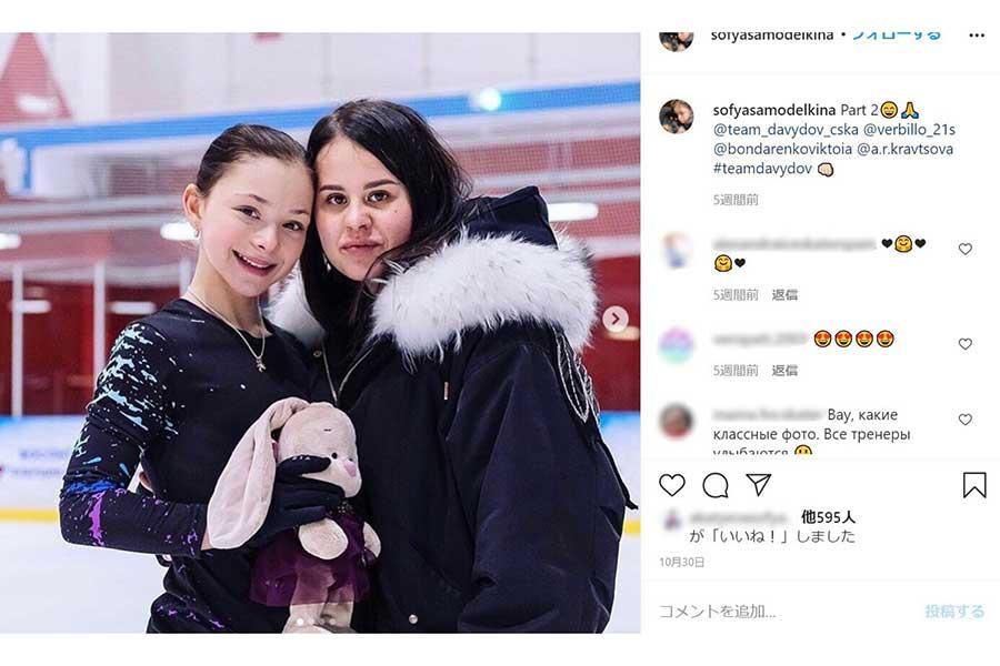 13歳のソフィア・サモデルキナ(左)(写真は本人のインスタグラムのスクリーンショットより)