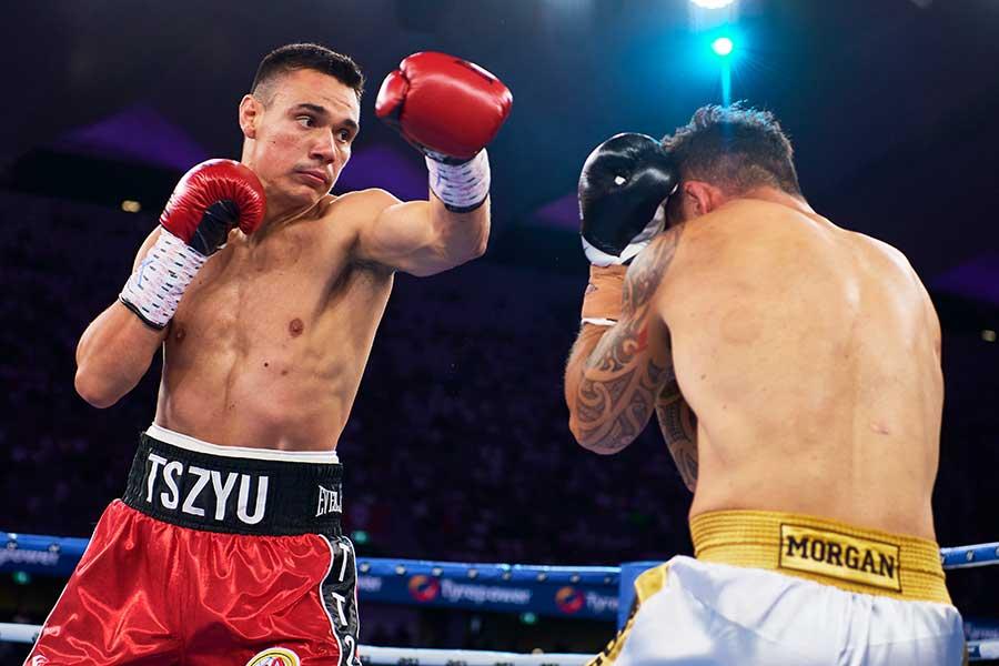 衝撃の1回KO勝ちを収めたティム・チュー(左)【写真:Getty Images】