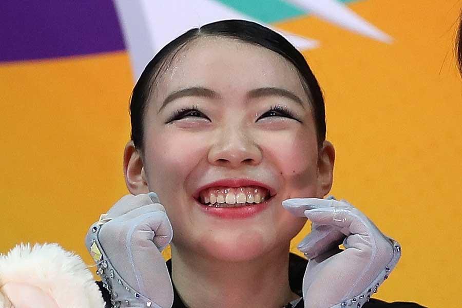 2度目の優勝を決めた紀平梨花を安藤美姫さんが祝福した【写真:Getty Images】