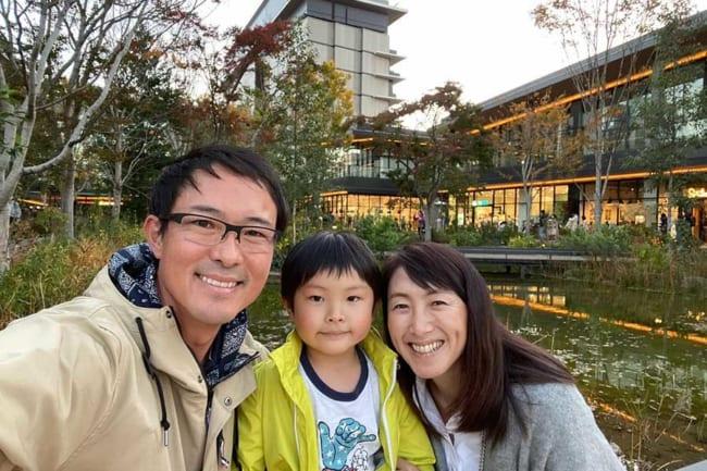 長男を含めた3人での家族写真【写真:本人提供】