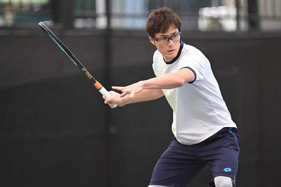 テニス界の団体戦に日本代表として参戦する松井俊英【写真:koumei】