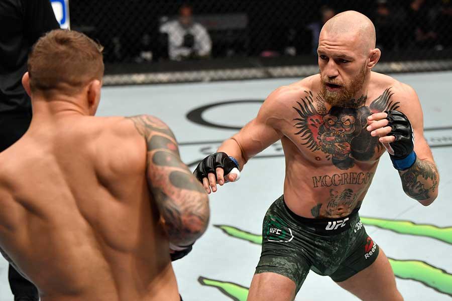 コナー・マクレガー(右)はダスティン・ポイエーに2回TKO負けした【写真:Getty Images】