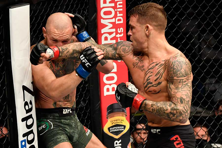コナー・マクレガー(左)はダスティン・ポイエーに2回TKO負けした【写真:Getty Images】