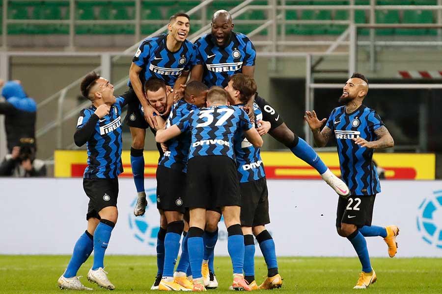 イタリア杯準々決勝でACミランを下したインテルの選手たち【写真:AP】