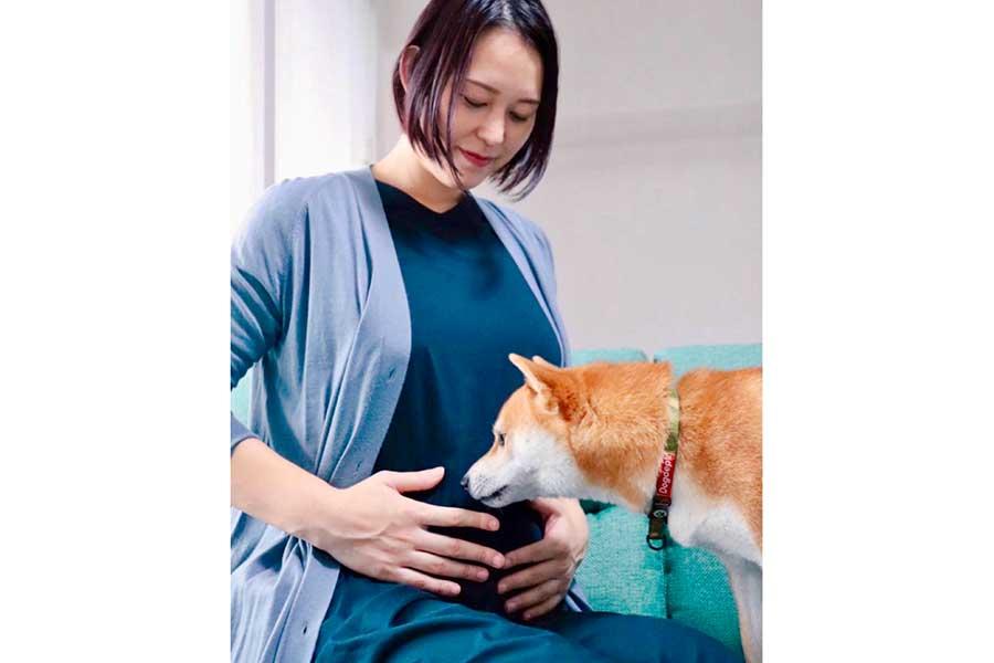 昨年9月、妊娠を公表した際にインスタグラムに掲載した大山加奈さんと愛犬だいず君の写真