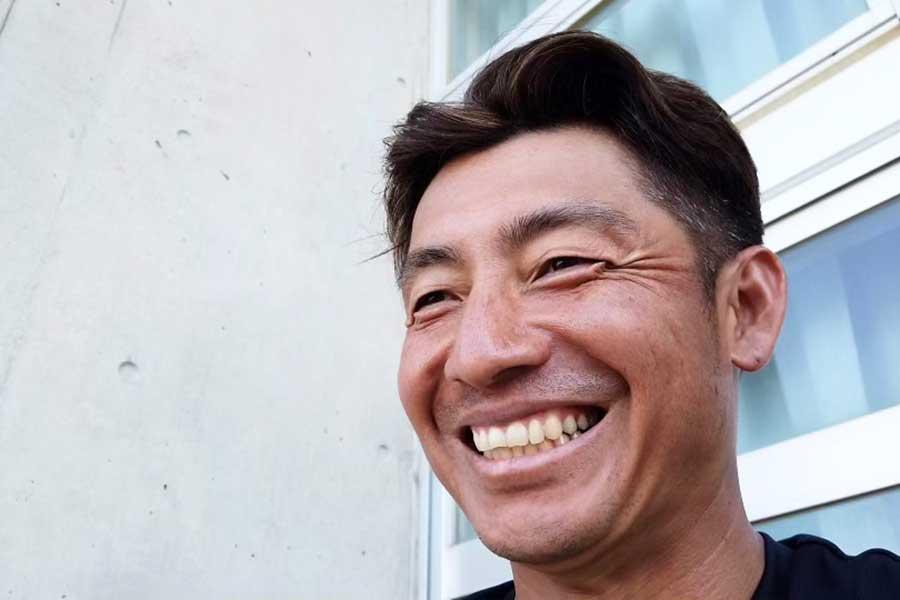 ファンからの質問に笑顔で答えるロッテ・鳥谷【写真:球団提供】