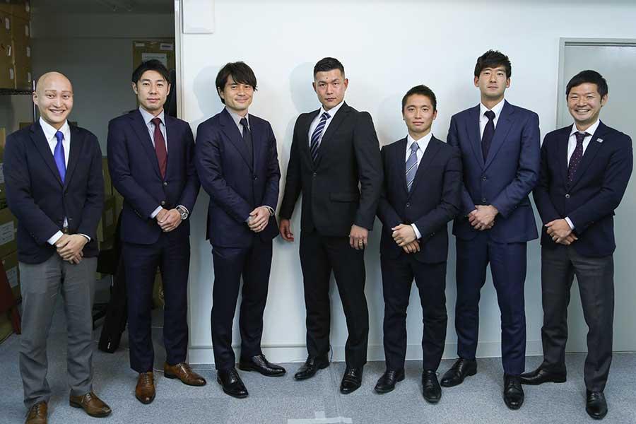 現在所属するクリアソン新宿の入社式の様子。左から3人目が小林祐三氏【写真:2020 Criacao】