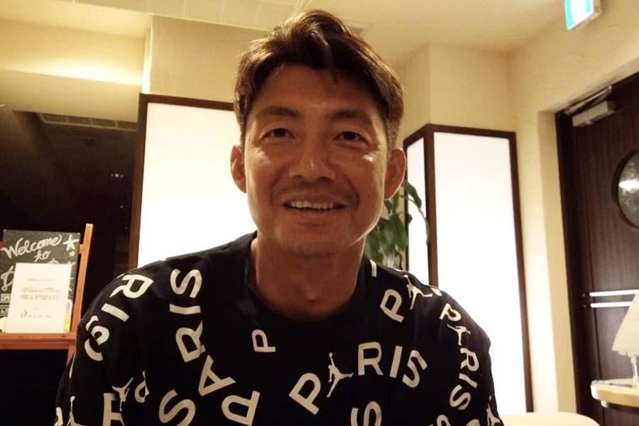 球団公式YouTubeの企画でファンからの質問に答えているロッテ鳥谷【写真:球団提供】