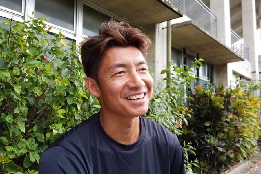 「教えて!鳥谷先生!!」のコーナーでファンの質問に笑顔で答えるロッテ鳥谷【写真:球団提供】