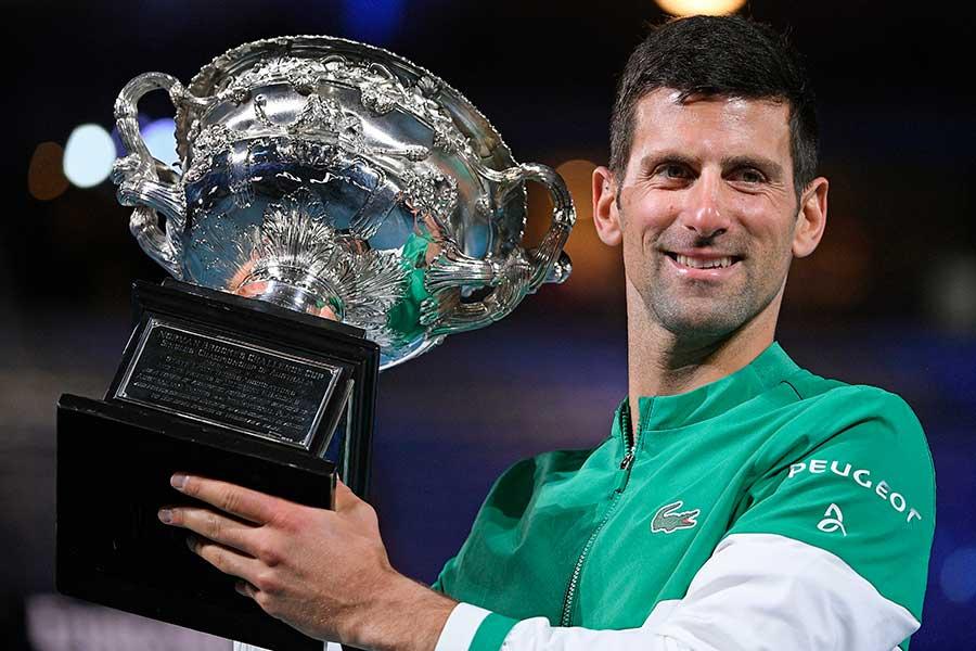 全豪オープンで3年連続9度目の優勝を果たしたノバク・ジョコビッチ【写真:AP】