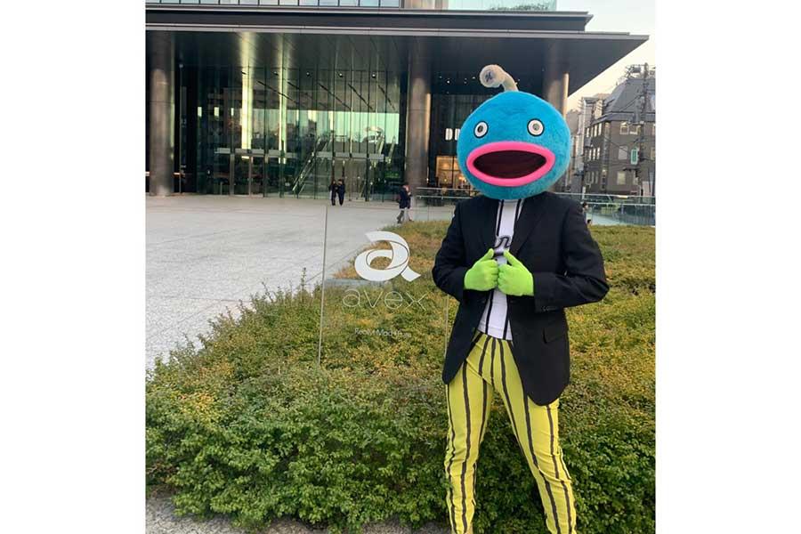 発売元であるavex本社を訪問したロッテ謎の魚【写真:球団提供】