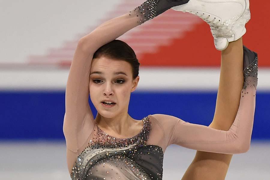 初優勝のアンナ・シェルバコワら、ロシア勢が世界選手権女子シングルの表彰台を独占【写真:AP】