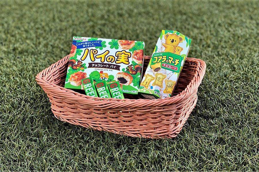 30日の楽天戦で来場者に配布されるロッテのお菓子【写真:球団提供】