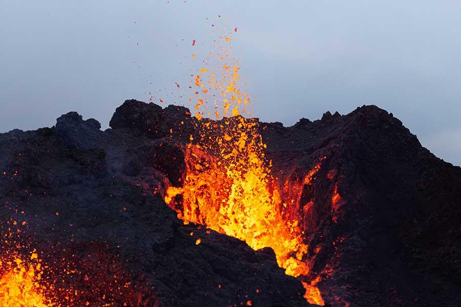 火山 が 噴火 する 夢