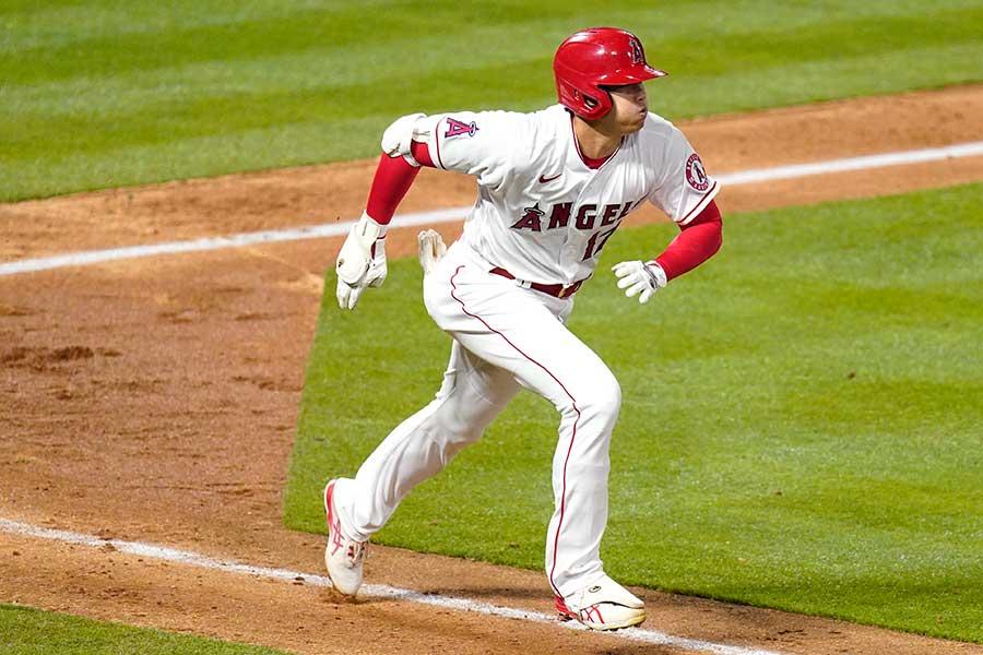 開幕戦に「2番・指名打者」で先発出場したエンゼルスの大谷翔平【写真:AP】