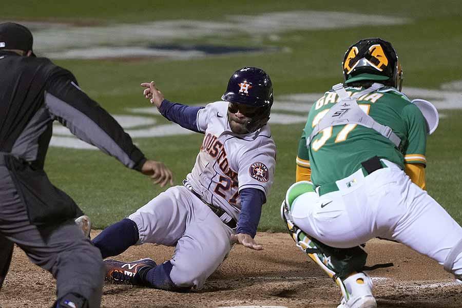ホセ・アルトゥーベの好走塁が称賛を集めている【写真:AP】