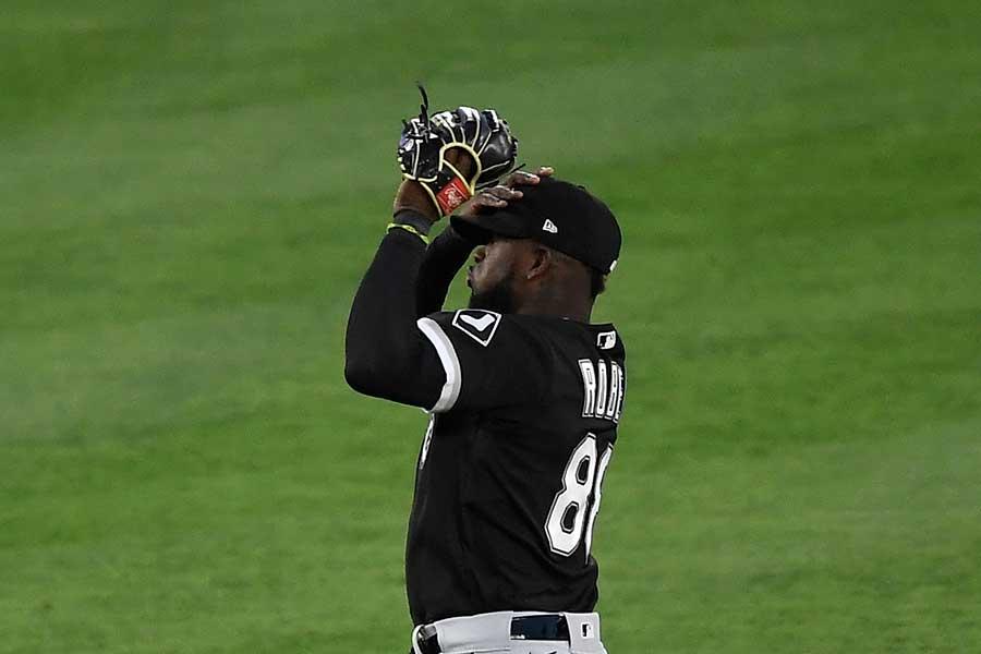 ホワイトソックスのロバートが平凡なフライを落球した【写真:Getty Images】