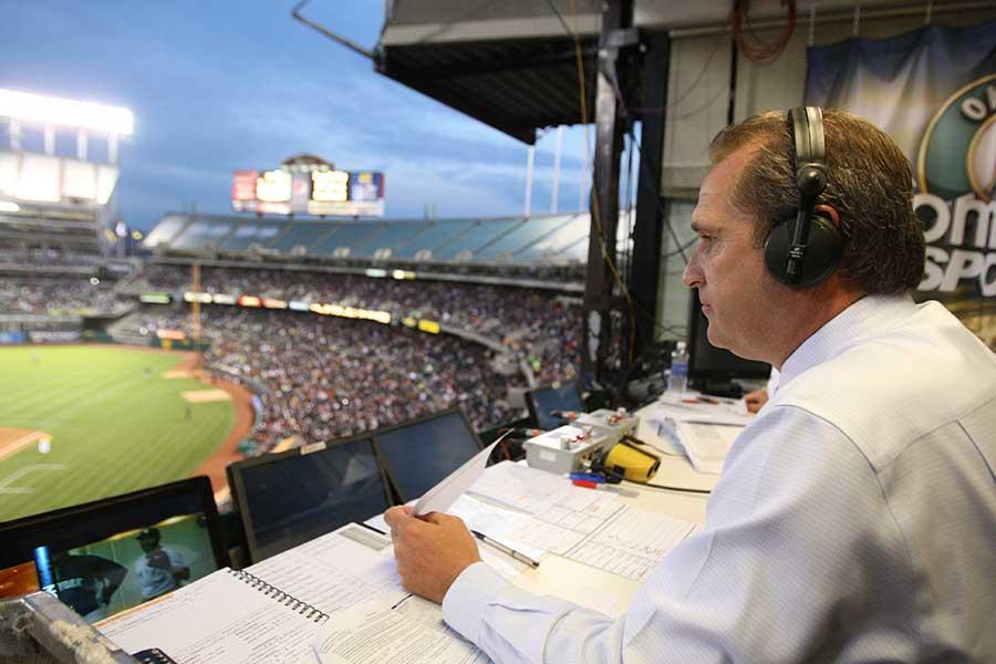 実況席に飛び込んだ打球をアナウンサーが片手素手キャッチ(写真はイメージです)【写真:Getty Images】