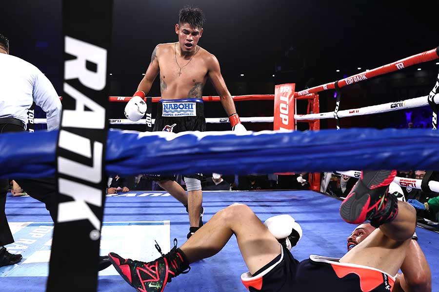 エマヌエル・ナバレッテが12回TKOでクリストファー・ディアスを下し、初防衛に成功した【写真:Getty Images】
