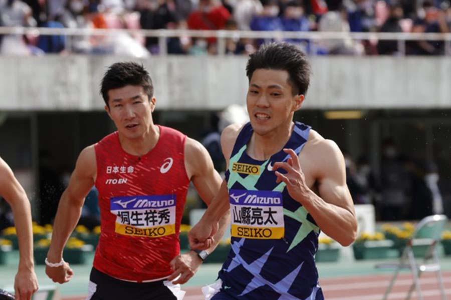 桐生(左)は優勝した山縣に及ばず3位だった【写真:奥井隆史】