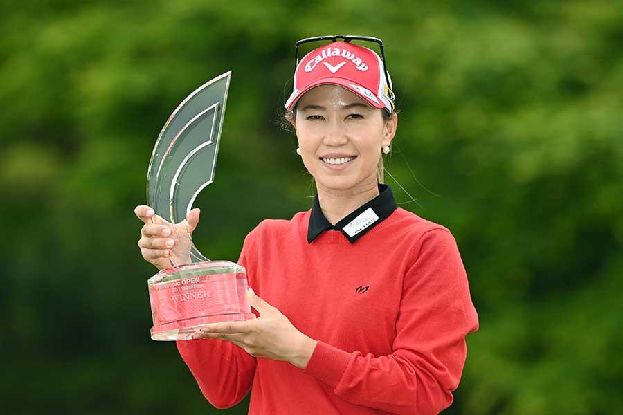 プレーオフを制し、2年ぶりの優勝を飾った上田桃子【写真:Getty Images】