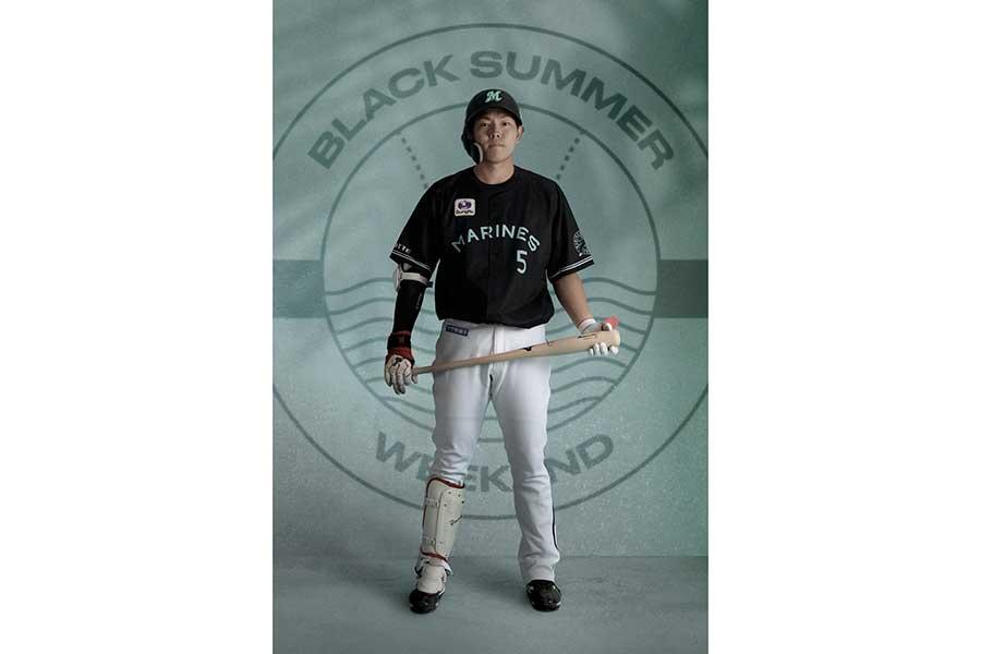 BLACK SUMMERユニホームを着用したロッテ安田【写真:球団提供】