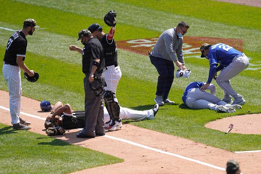 打者走者と一塁手が正面衝突する危険なシーンに米ファンからは悲鳴があがっている【写真:AP】