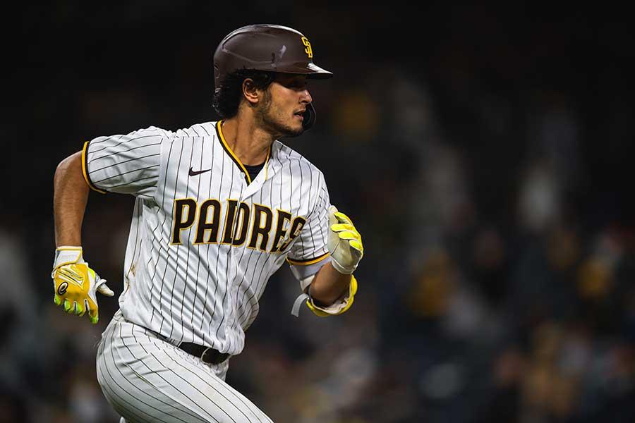 第3打席に今季初安打となる二塁打をマークしたパドレスのダルビッシュ有【写真:Getty Images】