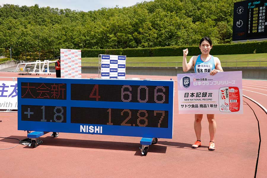 女子100メートル障害決勝にて、12秒87(追い風1.7メートル)の日本記録タイで優勝した青木益未【写真:奥井隆史】
