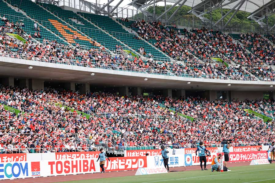 12日の日本代表戦、多くの観衆が見守った【写真:奥井隆史】
