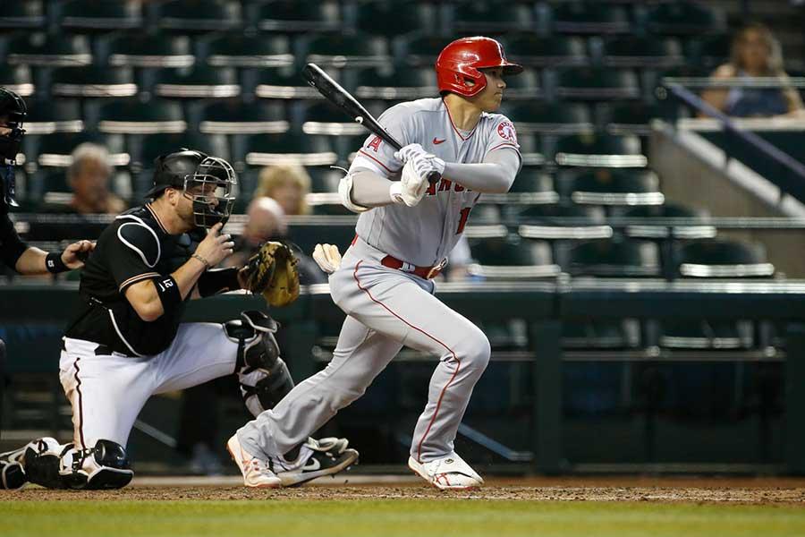 8回に代打で右前打を放つエンゼルスの大谷翔平【写真:Getty Images】