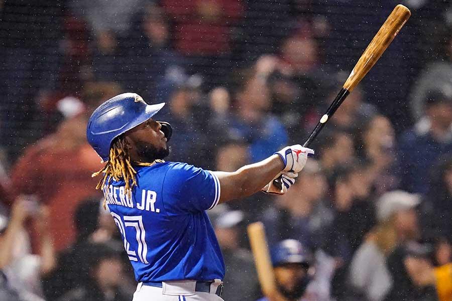 22号ソロ本塁打を放つブルージェイズのウラジミール・ゲレーロJr.【写真:AP】
