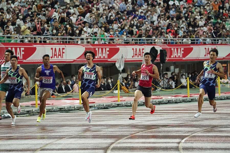 陸上・日本選手権、男子100メートルで優勝した多田修平(中央)【写真:編集部】