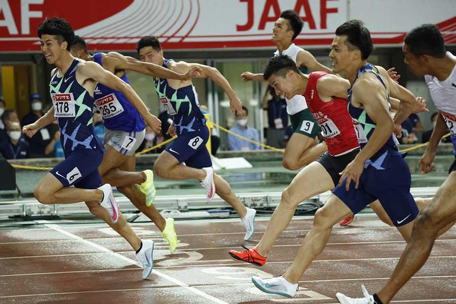 陸上・日本選手権、男子100メートル決勝で優勝した多田修平(左)【写真:奥井隆史】