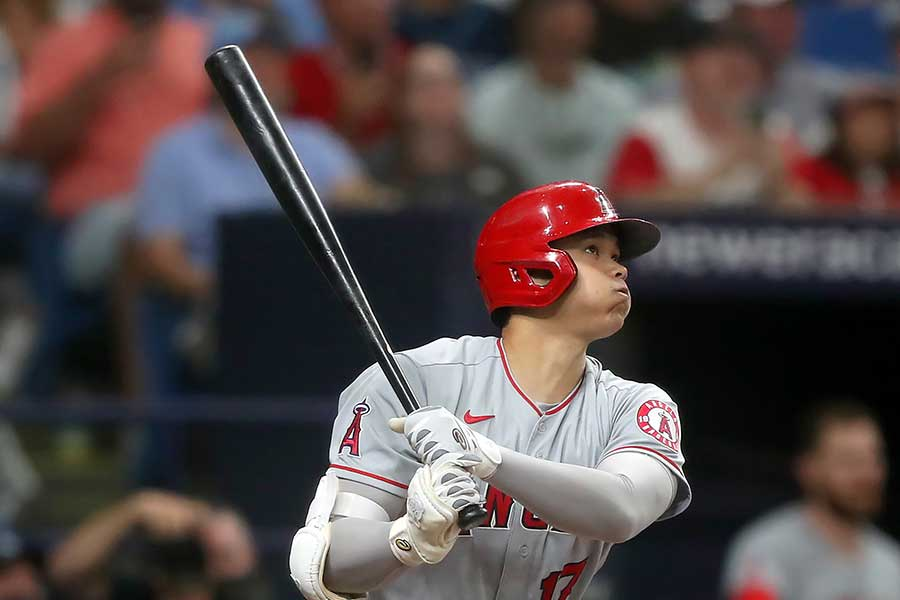 26日の試合で初回に先頭打者本塁打を放つ大谷翔平【写真:Getty Images】