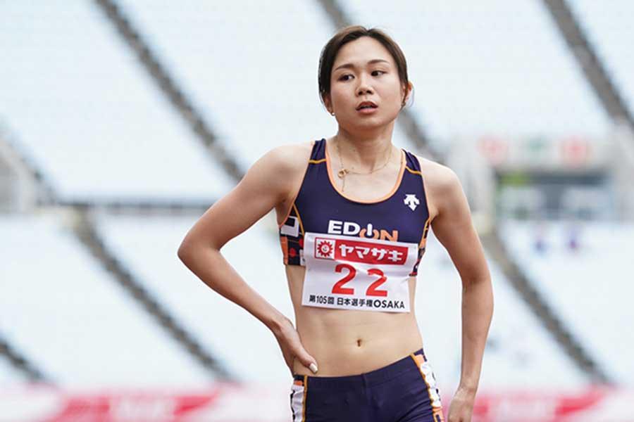 女子800メートル予選、全体5番手の2分7秒45で決勝に進出した北村夢【写真:編集部】