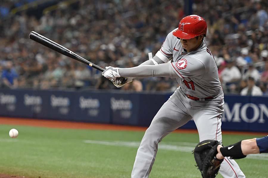 レイズ戦の第2打席で適時二塁打を放つ大谷翔平【写真:Getty Images】