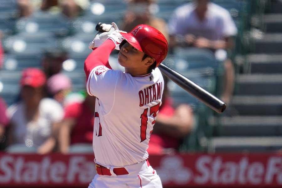 3回の第2打席で日本人シーズン最多本塁打に並ぶ、31号ソロを放つエンゼルスの大谷翔平【写真:AP】